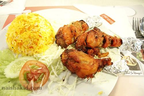 Makanan halal di foodcourt MBK