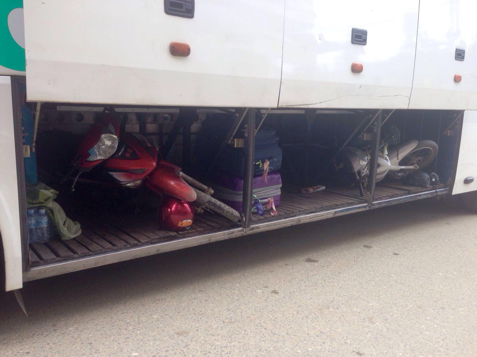 Mengirim motor pakai bus di Vietnam